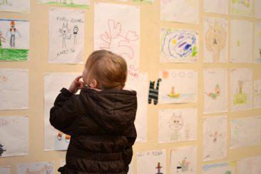 Lapset toivat Matin-Tupaan omia piirustuksiaan